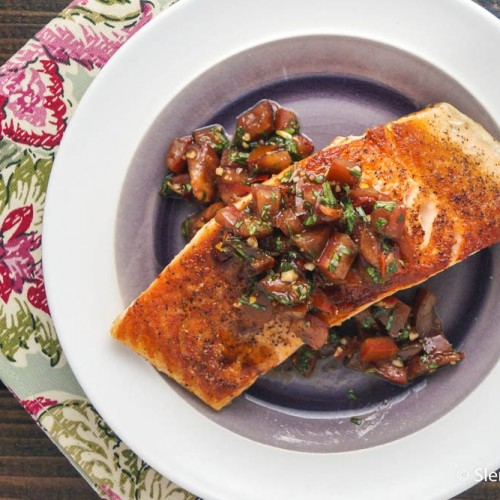 Make this easy, 15-minute weeknight dinner!!! Italian Salmon with Tomato Basil Salsa = gluten free, paleo, low carb.