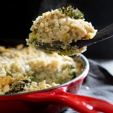 This delicious gluten-free recipe for broccoli and white cheddar quinoa mac and cheese is rich, creamy, and only 313 calories!